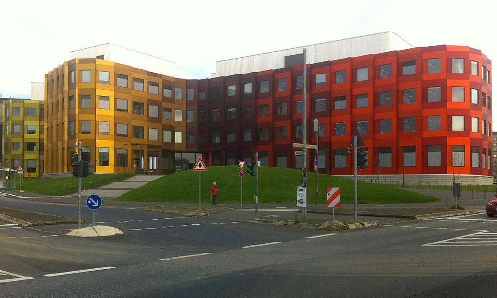 Bürogebäude, großflächige Begrünung